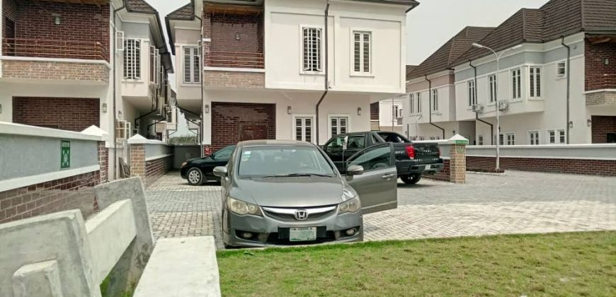 EXOTICALLY FINISHED 4 BEDROOM FULLY DETACHED DUPLEX